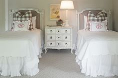 Classic cottage, pillow placement, twin bed arrangement