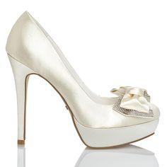 Zapato de novia en satín con lazo de Menbur (ref. 6208) Satin bridal shoes with bow by Menbur (ref. 6208)