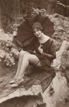 Vintage Fotos Women Pin Up Best Ideas Vintage Glamour, Vintage Girls, Vintage Beauty, Vintage Fashion, Victorian Fashion, Vintage Mermaid, Photos Vintage, Vintage Photographs, Old Photos