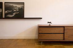 Nieuwkoop International furniture maker realized a walnut cabinet.