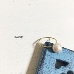 素材:真鍮、コットンパール、銀ロウサイズ:指輪幅約1mmコットンパール8mm*銀色の小さなろう付けあとがあります。*指輪お一つのお値段です。▲▲受注生産制▲▲...|ハンドメイド、手作り、手仕事品の通販・販売・購入ならCreema。