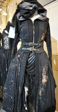 Master Bedroom Decorating Concepts - DIY Crown Molding Set Up Apocalyptic Black Buckled Long Coat, Distressed. This Thing Really Looks Like Post Apocalyptic Costume, Post Apocalyptic Fashion, Post Apocalyptic Clothing, Gothic Lolita Fashion, Steampunk Fashion, Gothic Steampunk, Steampunk Clothing, Victorian Gothic, Gothic Fashion