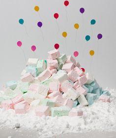 Μαλακά ζαχαρωτά για να σερβίρουμε σε ένα πάρτι ή ακόμα και ως γλυκό βάφτισης! Candy Crash, Lava Cakes, Sweet Life, Cheesecake Recipes, Fun Desserts, Truffles, Christening, Fudge, Food To Make