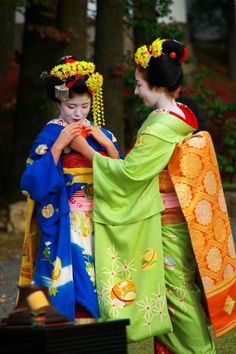 Japanese Geisha ...... Also, Go to RMR 4 awesome news!! ...  RMR4 INTERNATIONAL.INFO  ... Register for our Product Line Showcase Webinar  at:  www.rmr4international.info/500_tasty_diabetic_recipes.htm    ... Don't miss it!