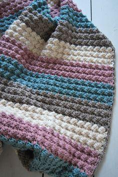 Link to pattern is in Dutch. Afghan Crochet Patterns, Crochet Granny, Crochet Baby, Knit Crochet, Handmade Baby Blankets, Handmade Baby Gifts, Crochet Flower Patterns, Crochet Flowers, Crochet Cardigan