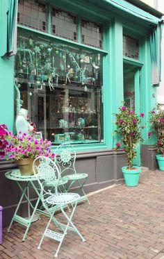 Mint outside of shop – gives a fresh feeling! Awesome Modeling Mint outside of shop – gives a fresh feeling! Verde Tiffany, Azul Tiffany, Tiffany Blue, Vert Turquoise, Shades Of Turquoise, Shades Of Green, Color Menta, Mint Color, Mint Blue