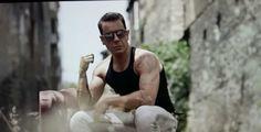 Γιώργος Μαζωνάκης: Στη Ρήνεια με μαγιό που προκαλεί! (φωτογραφία) Greek Music, Holding Hands, News