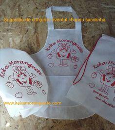 Conjunto de avental,chapéu estampado e mochilinha. www.kekamoranguete.com