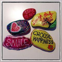 #rockpainting #stonepainting #paintedrocks #paintedstones #handpainted #aforism #aphorism #crafting #craftingideas #stones #piedras #color #vhga #behappy #happycrafting #artsy #granalacant Painted Rocks, Hand Painted, Stone Painting, Stones, Artsy, Crafting, Quilts, Color, Instagram