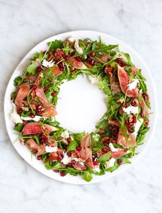 For Christmas decorations and a party table that really looks like you! Easy Smoothie Recipes, Easy Smoothies, Good Healthy Recipes, Healthy Snacks, Snack Recipes, Plateau Charcuterie, Xmas Food, Coconut Recipes, Food Presentation