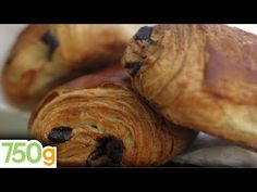 Recette des Pains au chocolat ou Chocolatine - I tried and it was delicious! Pastry Recipes, Cooking Videos, Tea Time, Biscotti, Brunch, Turkey, Sweets, Muffins, Chicken