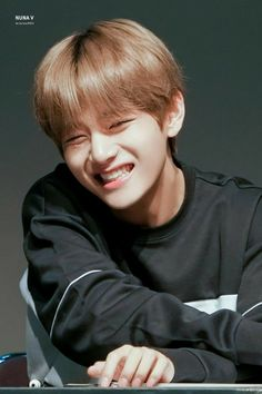 """"""" finally I have you """" JK """"W-why the fuck did you k-kiss me """" TH So Taehyung and Jimin (BFF) live a normal life going to school One day Taehyung sees Jimi. Bts Taehyung, Kim Taehyung Cute, Bts Selca, Taehyung Smile, Taehyung Photoshoot, V Bts Cute, V Cute, K Pop, Taekook"""