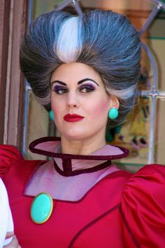 Lady Tremaine awesome Halloween costume evil stepmother from Cinderella! Creepy Costumes, Cool Halloween Costumes, Cosplay Costumes, Halloween Party, Disney Villain Costumes, Disney Face Characters, Disney Villains, Villains Party, Anastasia And Drizella