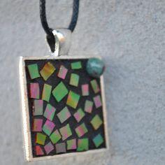 Mosaiksmykker med elegante finesser.