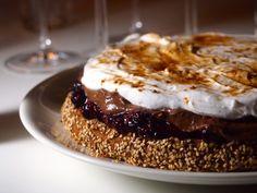 Tämä mustikka-suklaakakku kookoskermalla on jälleen kerran kakku, mikä sopii ihan kaikille (hyvin todennäköisesti ainakin). Maidoton ja munaton.