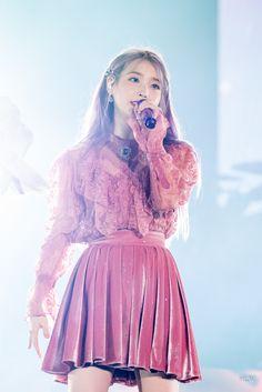 Kpop Girl Groups, Kpop Girls, Iu Hair, Korean Girl, Asian Girl, Velvet Skirt, Iu Fashion, Celebs, Celebrities