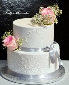 Wedding cake with roses by Alexica Wedding Cake Roses, Amazing Wedding Cakes, Wedding Flowers, Pretty Cakes, Beautiful Cakes, Bolo Floral, Snowflake Wedding, Rose Cake, Wedding Cake Designs