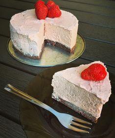 Éhezésmentes karcsúság Szafival - Szafi Reform szénhidrátcsökkentett eper mousse torta Mousse, Cheesecake, Paleo, Food, Cheesecakes, Essen, Beach Wrap, Meals, Yemek