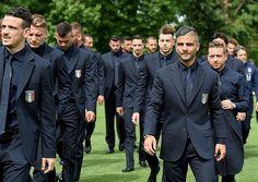 【画像あり】サッカーイタリア代表、チビるほどかっこええスーツを支給されるwwwwwwwww - いたしん!