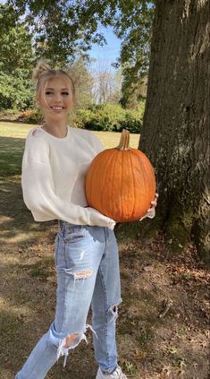 Fall Photo Shoot Outfits, Cute Fall Outfits, Girl Outfits, Summer Outfits, Pumpkin Patch Pictures, Holiday Outfits Women, Pumpkin Patch Outfit, Pumpkin Costume, Loren Gray