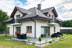 "Zdobywca II miejsca w wiosennej edycji konkursu fotograficznego ""Twój Dom w obiektywie"" Beautiful House Plans, Beautiful Home Designs, Home Entrance Decor, House Entrance, Bungalow House Design, Modern House Design, Roof Styles, House Styles, Patio Deck Designs"