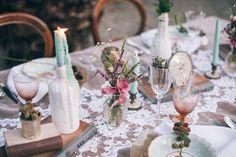 vintage table http://weddingwonderland.it/2015/11/inspiration-matrimonio-tra-vintage-e-boho-chic.html