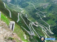 Amazing Roads Around The World (22 Pics)