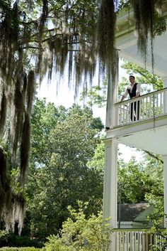 Welcomin' graceful veranda, towerin' oaks draped with swayin' Spanish moss. Gimme sugar-shocked iced tea in a mason jar 'n a creakie swing I'll keep goin' with a gentle push of a foot on the floor ever now n agin...I think that's called the good life!