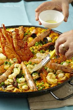 Paella Marinera para Aquecer Buffet, Spanish Food, Spanish Recipes, Portuguese Recipes, Carne, Risotto, Seafood, Main Dishes, Bacon