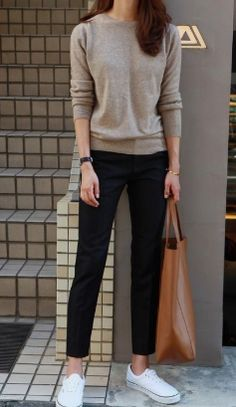 24 Women Casual Streetwear Outfits Trending Now #ReadyToMeal #streetwearoutfits #WomenStreetStyles #womenstreetwear