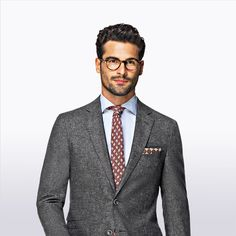 Tailored to a slim, comfortable fit, this grey Sienna suit is cut from S 130's wool. Combine it with a textured tie for a seasonal well-defined look.