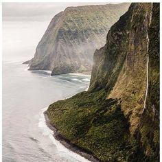 Molokai cliffs #airmaui @airmaui