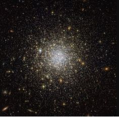 This image from the NASA/ESA Hubble Space Telescope reveals an ancient, glimmering ball of stars called NGC Hubble Pictures, Hubble Images, Hubble Photos, Jupiter Planeta, Cosmos, Globular Cluster, Computer Basics, Les Themes, Hubble Space Telescope
