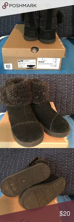 Black Toms toddler boots Adorable Toms toddler boots velcro closure Toms Shoes Boots