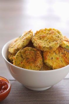 16. Almond-Crusted Baked Zucchini Crisps #greatist http://greatist.com/health/paleo-recipes-list