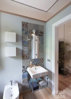 Find out all photos and details of Nordic Houze, Italy on Archilovers. Browse the complete collection of pictures and design drawings Blue Shelves, Desks For Small Spaces, Rustic Home Design, Trendy Home, Bathroom Interior, Bathroom Ideas, Cozy House, Interior Decorating, Decorating Ideas