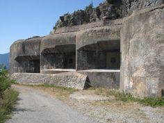 Blocs de la ligne Maginot à Rimplas (Alpes-Maritimes).