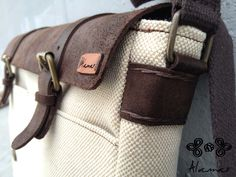 Cartella in cuoio, canapa e lino, cucita a mano. Leather, hemp and linen briefcase, hand-stitched.