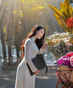 Ao Dai Vietnam, Vietnam Girl, Vietnamese Dress, White Girls, Asian Beauty, White Dress, Costumes, Flora, Womens Fashion