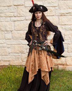 Renaissance Skirt, Renaissance Fair Costume, Renaissance Clothing, Medieval Dress, Renaissance Pirate, Female Pirate Costume, Pirate Halloween Costumes, Diy Pirate Costume For Women, Pirate Fairy Costume