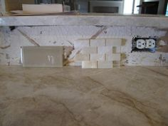 50 best backspashes to go with Taj Mahal quartzite Quartzite Countertops, Kitchen Countertops, Kitchen Cabinets, Taj Mahal Quartzite, Concrete Kitchen, Contemporary Kitchen Design, Countertop Materials, Fireplace Surrounds, Kitchen Remodel