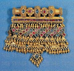 Stock Photo: Women's pendant in gold and precious stones, Marwari, Rajasthan, India. Real Gold Jewelry, Royal Jewelry, India Jewelry, Gold Jewellery, Bridal Jewellery, Rajputi Jewellery, Jaisalmer, Latest Jewellery, Wedding Jewelry