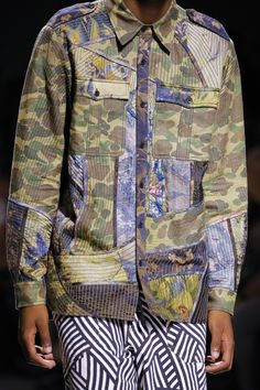 Dries Van Noten Spring 2017 Menswear Fashion Show Details  URL : http://amzn.to/2nuvkL8 Discount Code : DNZ5275C