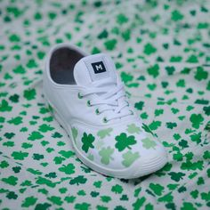 St Patrick's Day shoes #green #stpatricks #shoediy Could use any fabric to create some cute little girl shoes