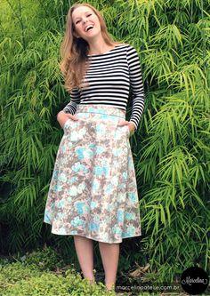 A saia rodada e a cintura marcada tornaram-se populares na década de 50, nossa saia tem comprimento midi (um pouco abaixo do joelho) e é uma silhueta que favorece o corpo, marca a cintura e traz feminilidade.