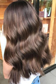 Hair Color Trends That'll Make 2018 Absolutely Brilliant for Brunettes Hair Color Trends That'll Mak. - - Hair Color Trends That'll Make 2018 Absolutely Brilliant for Brunettes Hair Color Trends That'll Mak. Gold Hair Colors, Brown Hair Colors, Purple Hair, Cool Tone Brown Hair, Hair Color Balayage, Hair Highlights, Subtle Balayage, Haircolor, Subtle Ombre
