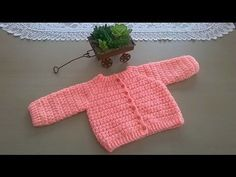 Very Easy Crochet Baby Beanie Tutorial Crochet Mandala Pattern, Crochet Fabric, Crochet Crafts, Easy Crochet, Knit Crochet, Crochet Dollies, Tutorial Crochet, Crochet Baby Beanie, Crochet Mittens