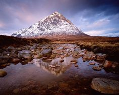 The West Highland Way. Discover the spectacular landscape of Scotland's western highlands on the West Highland Way. Places In Scotland, Scotland Travel, Ushuaia, Scotland Wallpaper, Great Big Sea, Scottish Bagpipes, Scottish Music, Glencoe Scotland, West Highland Way