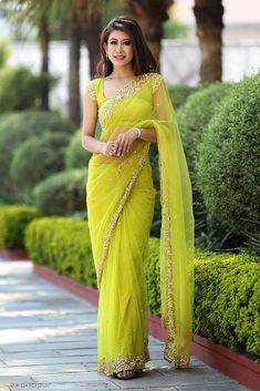 Indian Bridal Fashion, Indian Fashion Dresses, Dress Indian Style, Indian Designer Outfits, New Saree Blouse Designs, Cotton Saree Designs, Fancy Blouse Designs, Fancy Sarees, Party Wear Sarees