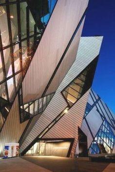 Museo Real de Ontarino, Canadá. Chinese Architecture, Modern Architecture House, Futuristic Architecture, Modern Houses, Deconstructivism, Daniel Libeskind, Zaha Hadid Architects, Santiago Calatrava, Le Corbusier